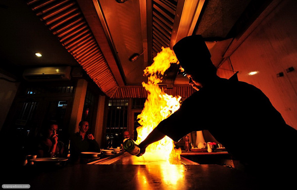 Как фотографировать огонь: http://edbor.io.ua/s787629/kak_fotografirovat_ogon